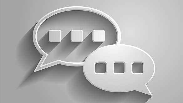 La mano di affari che clicca il faq o le domande frequentemente